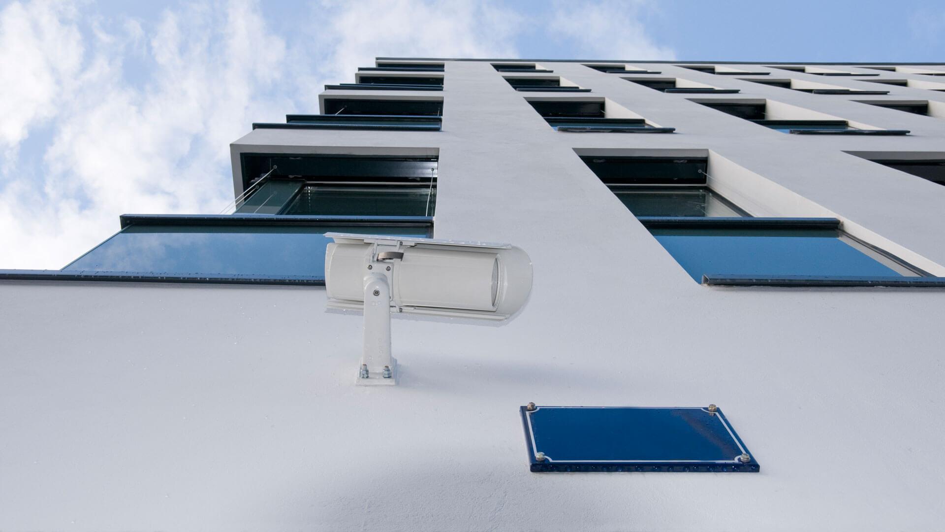 Der Objektschutz von SAAD Facility Management überwacht ein mehrstöckiges Gebäude