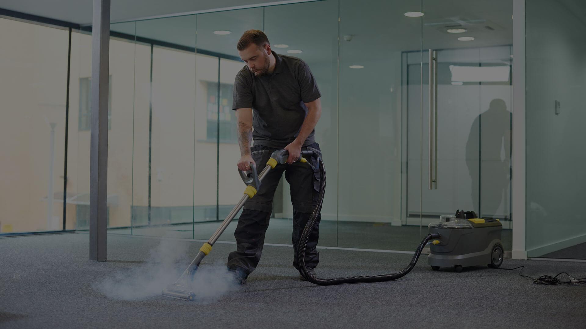 Eine professionelle Teppichreinigung ist besonders wirksam