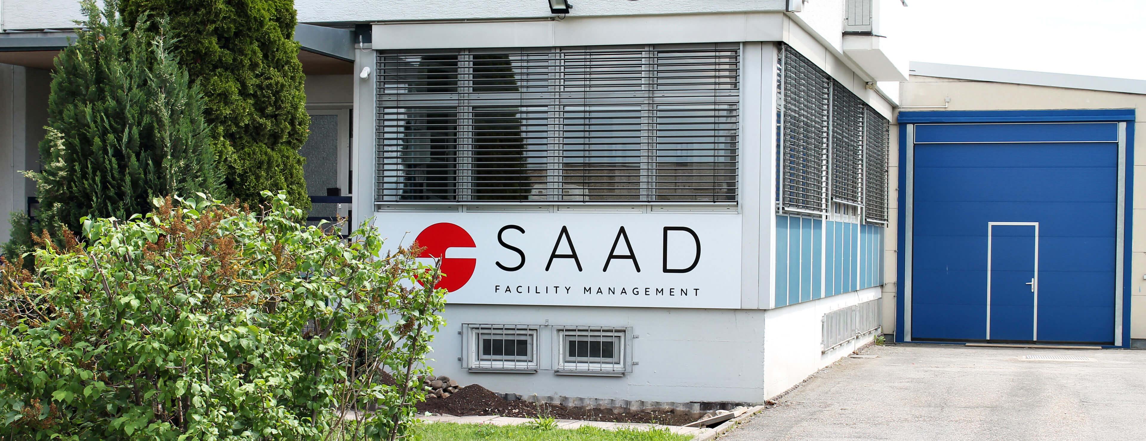 Ein Bild vom Eingangsbereich des Gebäudes der SAAD Facility Management GmbH.