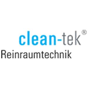 """Eine clean-tek Schriftzug, bei dem das Wort """"clean"""" in hellblau dargestellt ist und das Wort """"tek"""" in grau. Am Ende des Wortes befindet sich ein Symbol zum Markenschutz. Unter dem Firmennamen befindet sich der Schriftzug """"Reinraumtechnik"""" in dukelgrau."""